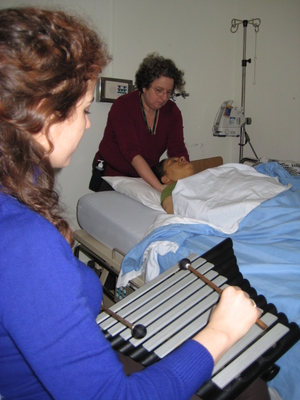 Anne Lacourse accompanies Julie Jobin with her